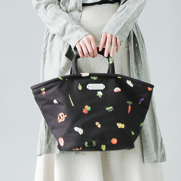 "R & D.M.Co-(オールドマンズテーラー)<br />プリントコットントートバッグ""HARVEST FESTIVAL MARCHE BAG S"" 3987"